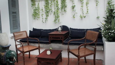 Lounge seating at the terrace
